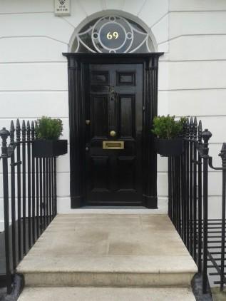 Homemyhome décoration intérieure: inspiration porte laquee noire à Londres decoration renovation