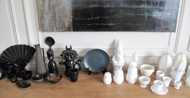 Homemyhome: décoration interieure scénographie d'objets noirs et blancs